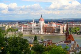 Mogočni Parlament v Budimpešti
